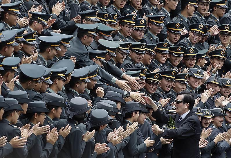 Президент Тайваня Ма Инцзю и партия Гоминьдан в 2014 году потерпели жесточайшее поражение на выборах. Их оппоненты из Демократической прогрессивной партии отказываются даже обсуждать воссоединение с КНР