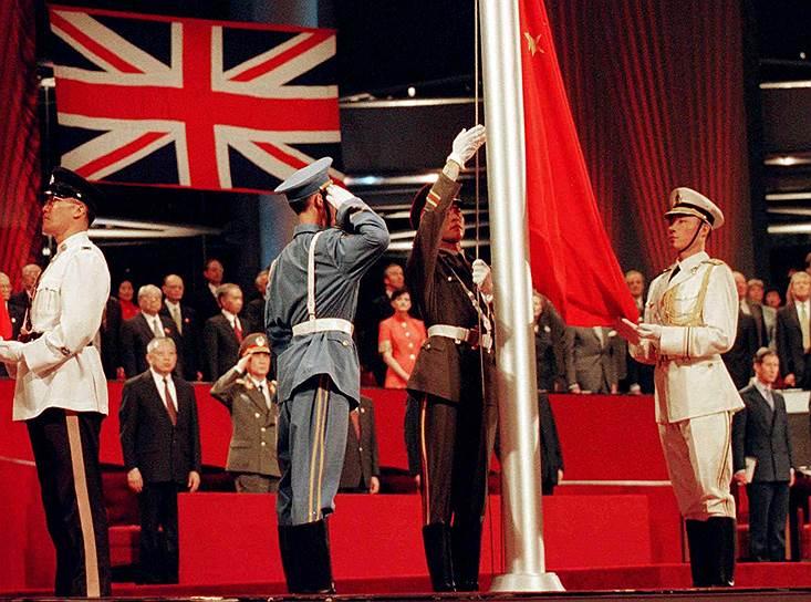 В 1997 году Великобритания вернула Гонконг Китаю. Компартия КНР сохранила эту территорию в качестве одной из самых свободных для бизнеса в мире