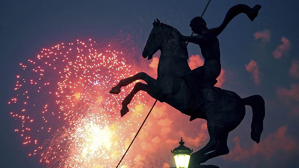 Бюджет салюта в Москве на 70-летие Победы составил 30 млн рублей