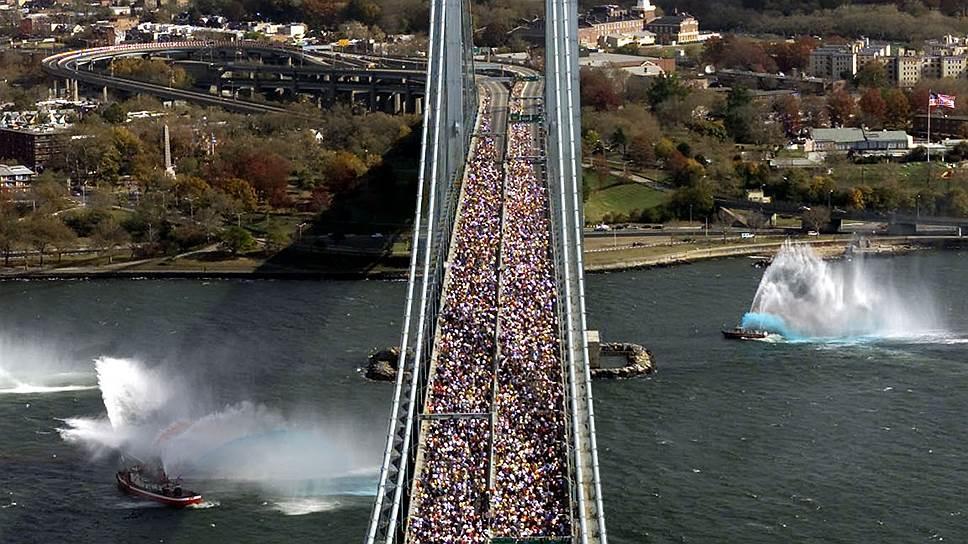 Подвесной автомобильный мост Верразано-Нэрроуз, соединяющий нью-йоркские районы Бруклин и Статен-Айленд, был открыт 21 ноября 1964 года. На объект потратили $320 млн, эта сумма эквивалентна нынешним $2,5 млрд. Длина моста — 4,18 км, ежедневно по 12 полосам (по шесть на каждом уровне) проезжают свыше 200 тыс. транспортных средств