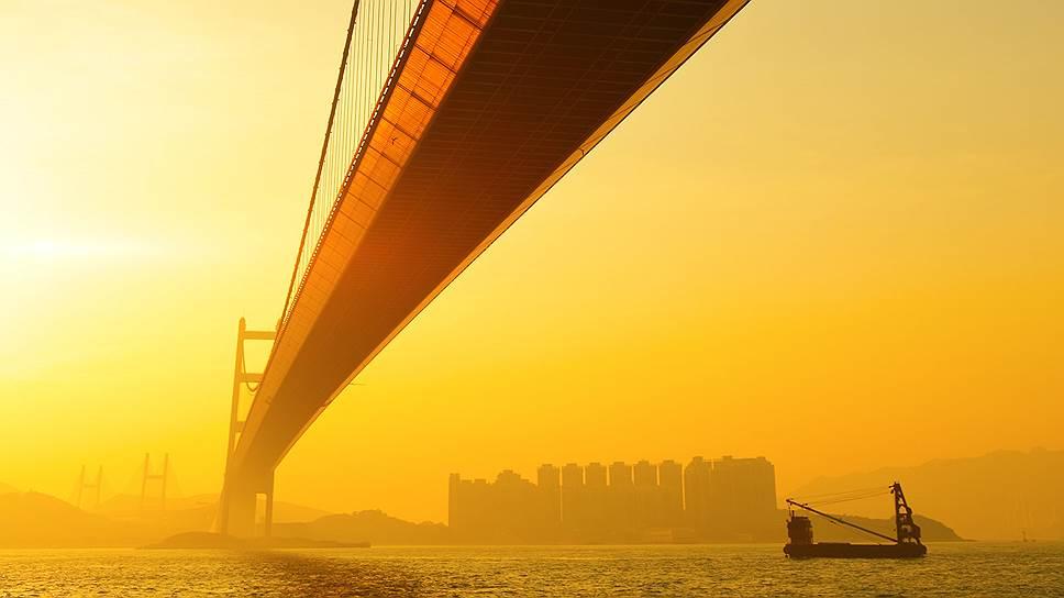 Предельная стоимость моста через Керченский пролив должна составить 212,5 млрд руб. в ценах 2015 года ($3,75 млрд по курсу на 14 июля). Подобная цифра позволит ему стать самым дорогим в Европе и третьим в списке самых дорогих мостов мира