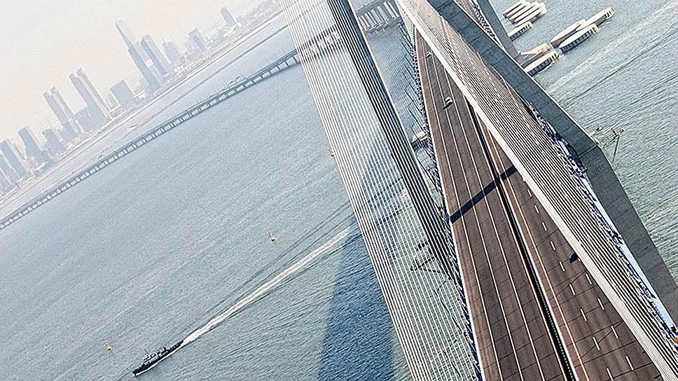 Автомобильный и железнодорожный мост, соединяющий остров Йонджон и город Инчхон в Южной Корее, был открыт в декабре 2000 года. Строительство обошлось в $1,9 млрд. Длина объекта — 4420 м, стоимость одного километра — около $430 млн