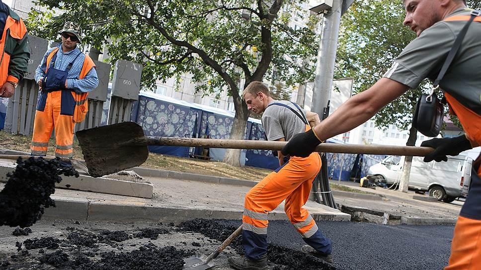 Московские реконструкторы не сразу разобрались, что первично — укладка асфальта или установка бордюра