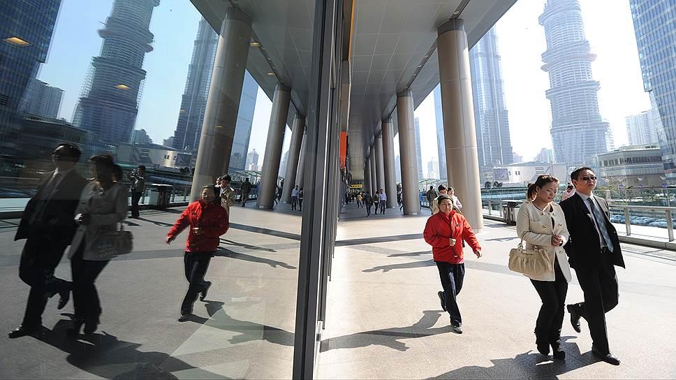 На доступность и востребованность продуктов международного финансирования в России влияет множество факторов, в том числе и финансовая обстановка в соседнем Китае