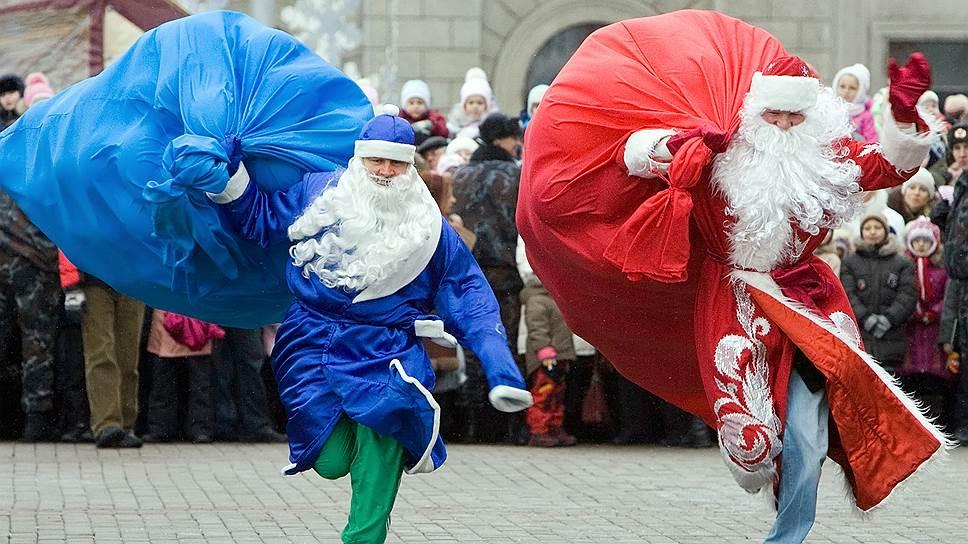 Лучший Дед Мороз приносит не только подарки детям, но и индексацию зарплаты взрослым