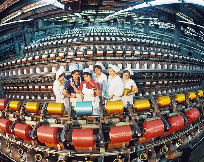 Передовые ткачихи могли рассчитывать на приличные зарплаты и высокие премии за перевыполнение плана