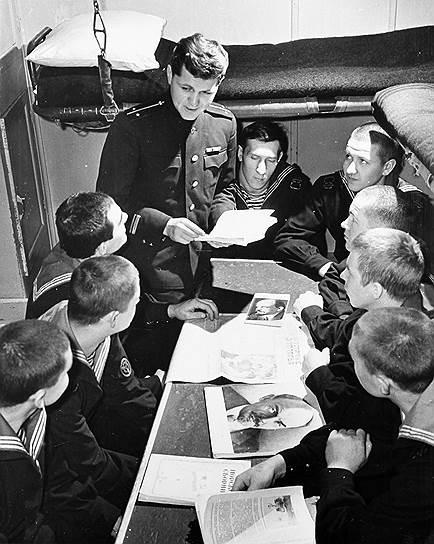 Зарплаты военных моряков, как и у гражданских лиц, зависели от должностной иерархии, а также от звания и условий работы — на них тоже распространялись северные надбавки