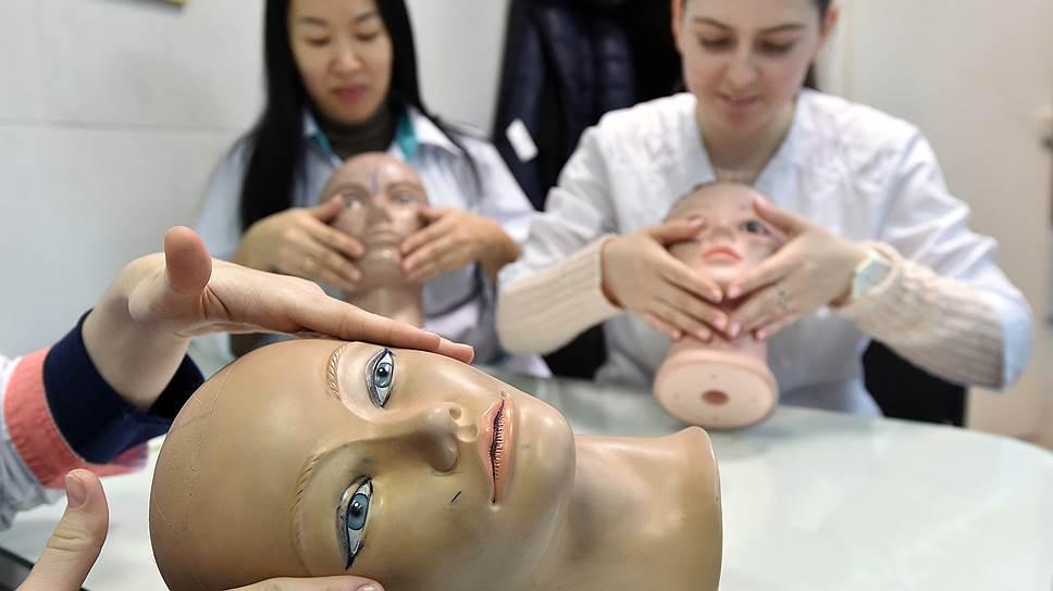 Армия обучающихся на косметологов и маникюрш пополнилась уволенными офисными работниками