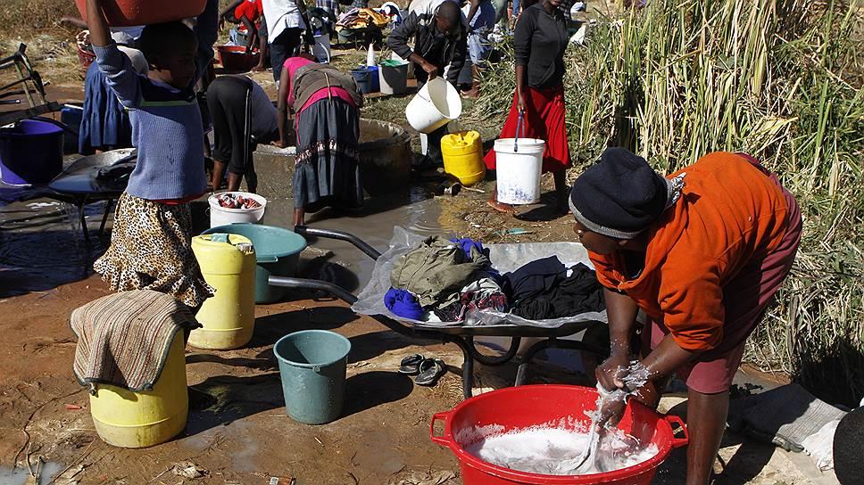 Жители Зимбабве согнулись под налоговым гнетом — за последние пять лет в стране зафиксировано наиболее значительное сокращение уровня фискальной свободы, ставка подоходного налога входит в топ-10 самых высоких в мире