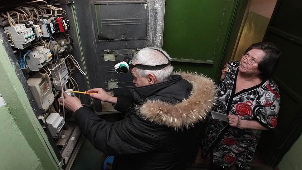 Один из самых распространенных способов не платить за электричество по тарифу — переделать счетчик так, чтобы он честно работал только во время визита сотрудников энергосбыта