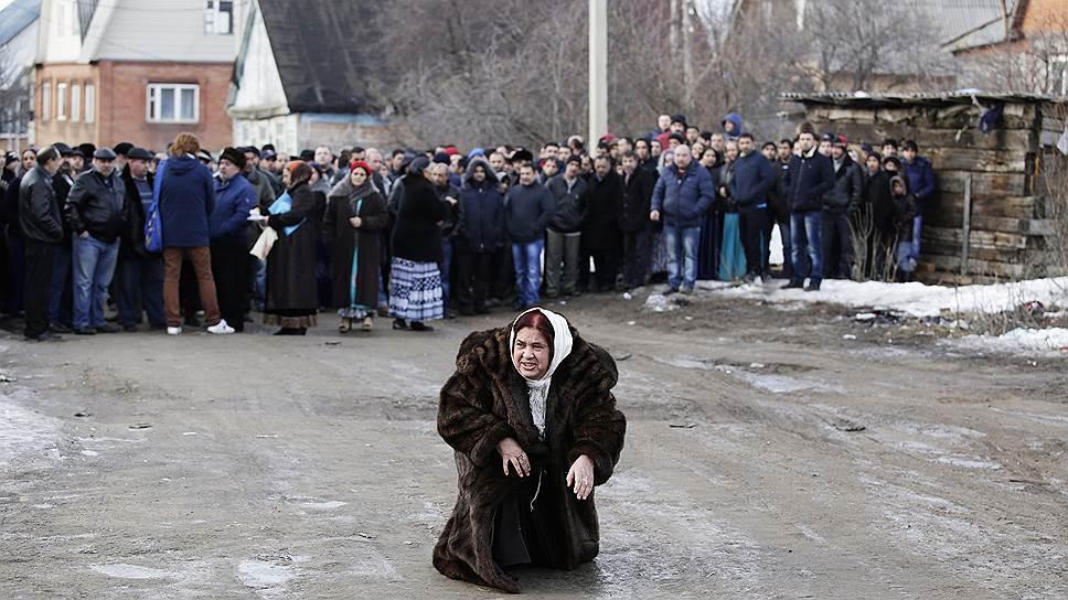 Цыганский бунт в Тульской области привлек внимание к проблеме врезок в газопровод, но не приблизил ее решение