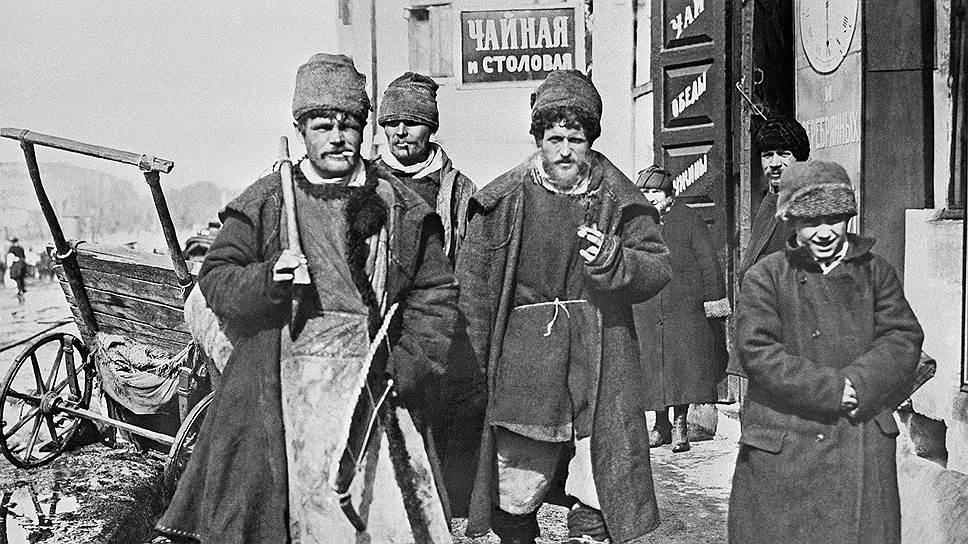 Одной из причин развития отхожих промыслов в русской деревне была сравнительная простота ухода от налогов