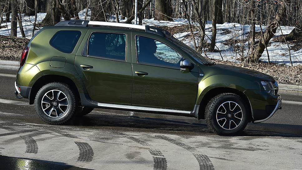 Новая фирменная окраска, навевающая ассоциации с военной бронетехникой, заставляет воспринимать Duster как серьезный автомобиль