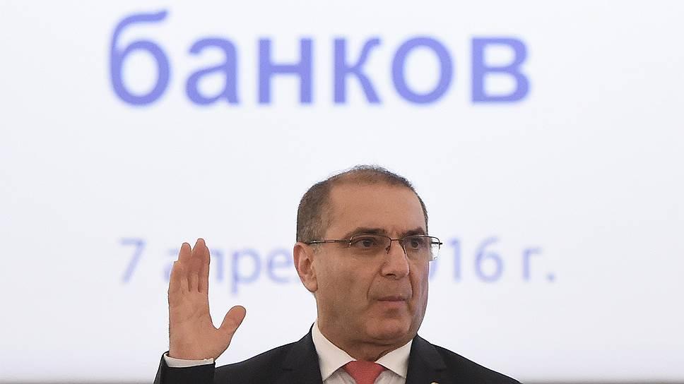 Президент Ассоциации российских банков Гарегин Тосунян в состоянии экономики винит слишком низкую денежную массу