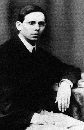 До начала своего педагогического проекта Сергей Рачинский успел попробовать себя в качестве литератора, переводчика, модного тусовщика и профессора ботаники
