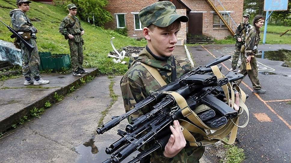 Самый распространенный вид переделки из боевого оружия — гражданские версии автомата Калашникова