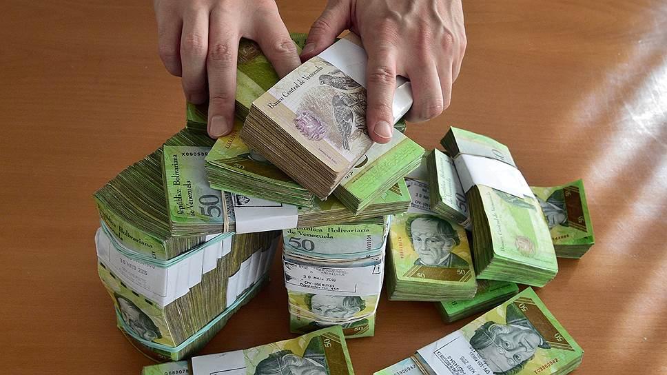 Боливарианский эквивалент $100 без труда помещается в небольшой хозяйственной сумке