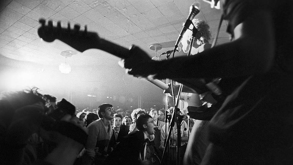 Подпольные концерты иногда удавалось проводить не только на частных квартирах, но и в домах культуры