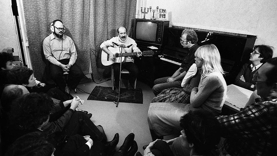 В 1980-е годы по всей стране расходились записи с квартирников звезды русского шансона Александра Розенбаума