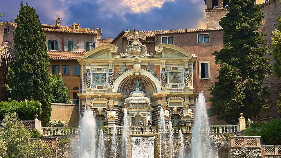 Вилла д'Эсте, построенная Пирро Лигорио по заказу кардинала Ипполито д'Эсте, на протяжении нескольких столетий была примером для подражания придворных архитекторов