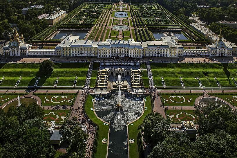 Версальский дворец послужил прообразом многих королевских резиденций, и Петергоф не исключение