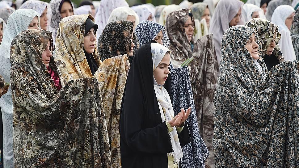 На празднике Эд-аль-Фетр (конец Рамазана) в Тегеране молодежи заметно меньше, чем пожилых людей