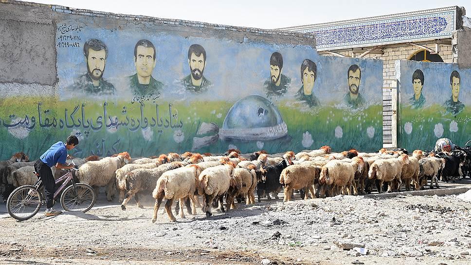 Шахиды (мученики за веру) сопровождают тебя в Иране буквально на каждом шагу