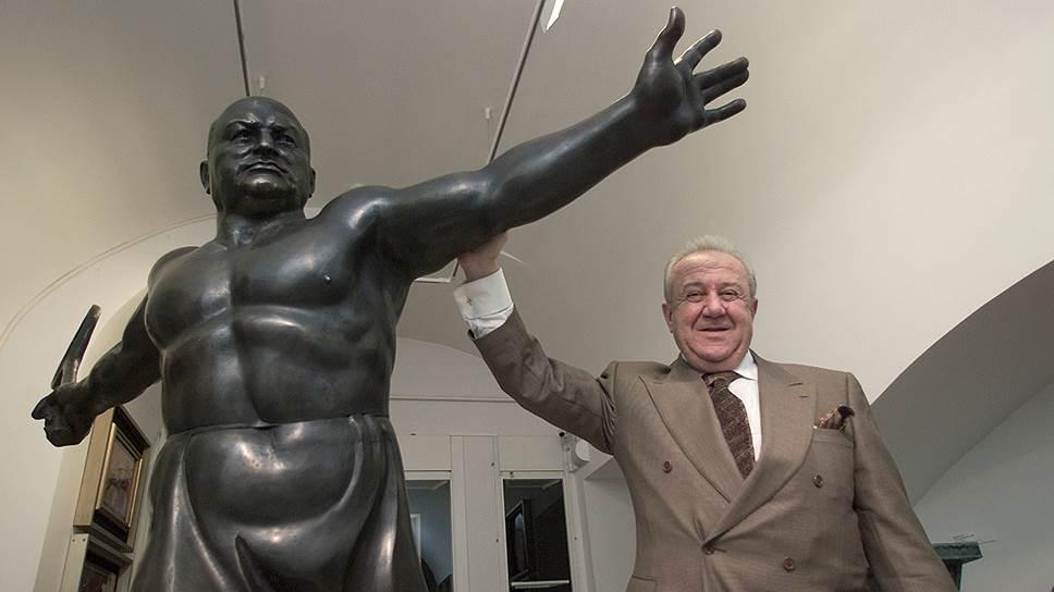 Дружба с Юрием Лужковым сделала Церетели самым богатым российским скульптором