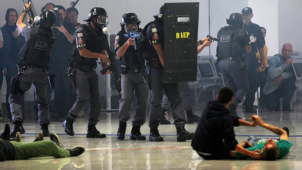Бразильская полиция перед Олимпиадой тренировалась предотвращать теракты и справляться с их последствиями