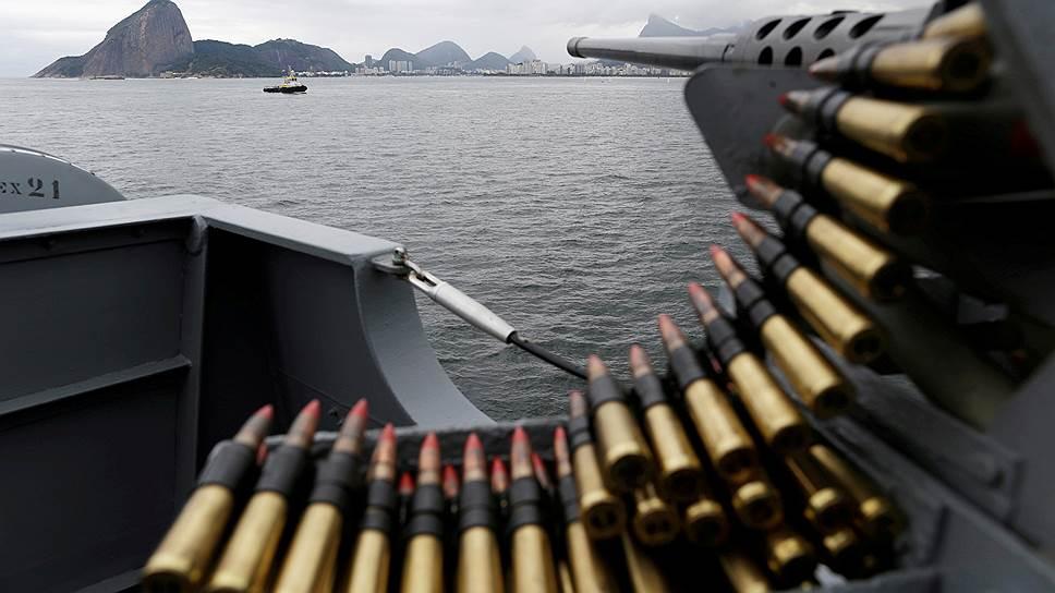 Военно-морские силы Бразилии начеку. Но победить карманников они не в силах