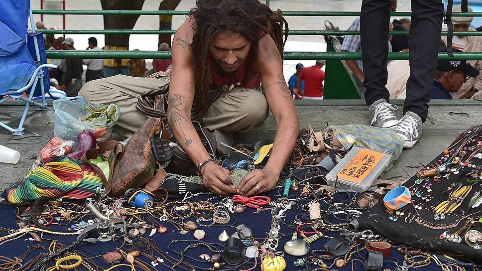Жители Каракаса, Рио-де-Жанейро и многих других городов Южной Америки не рискуют носить дорогие украшения, зато бизнес по продаже бижутерии процветает