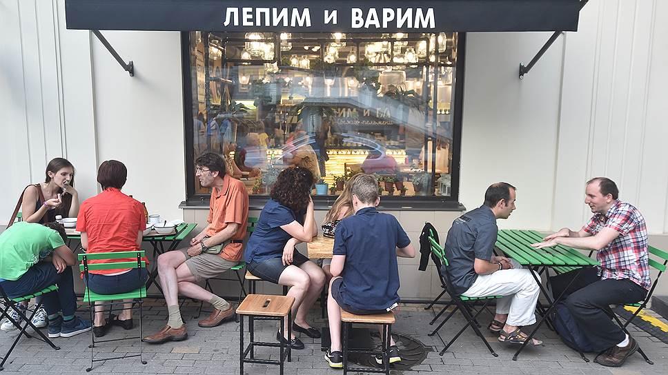 """Концептуальные уличные закусочные """"отъели"""" у дорогих ресторанов 18% посетителей"""
