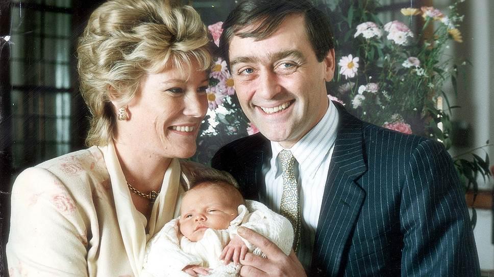 Герцог Вестминстерский Хью Ричард Луи Гросвенор (в центре) стал одним из самых молодых миллиардеров мира просто по праву рождения