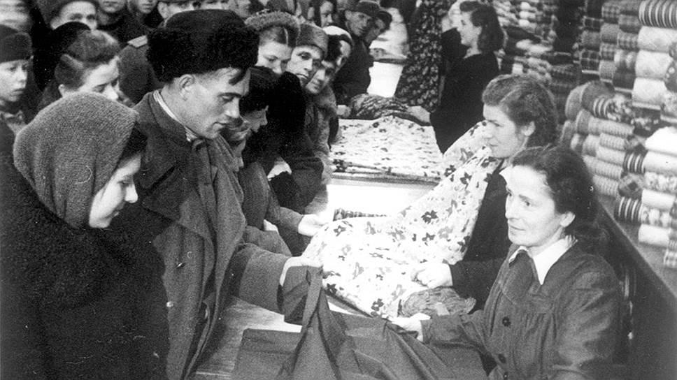 Никакая пропаганда не могла заставить жителей СССР пожертвовать своими сбережениями. Но способов спасти деньги от государства у них было меньше, чем у граждан современной России