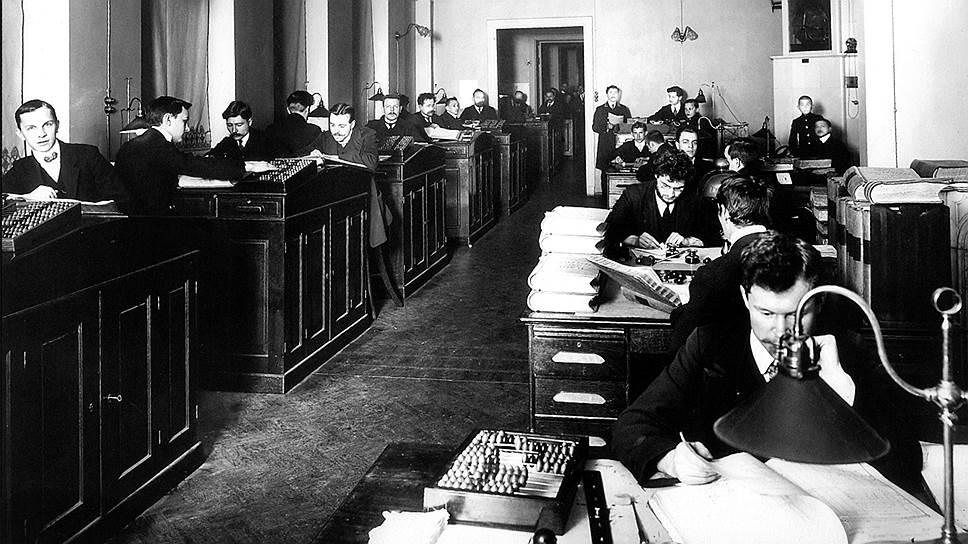 До появления счетных машин учет и контроль был крайне трудоемким делом, поэтому кредитные бюро того времени имели десятки тысяч корреспондентов
