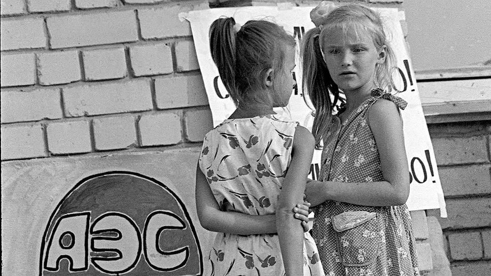 Два десятка лет ученые и практики, напуганные Чернобылем, экспериментировали с альтернативными видами энергии