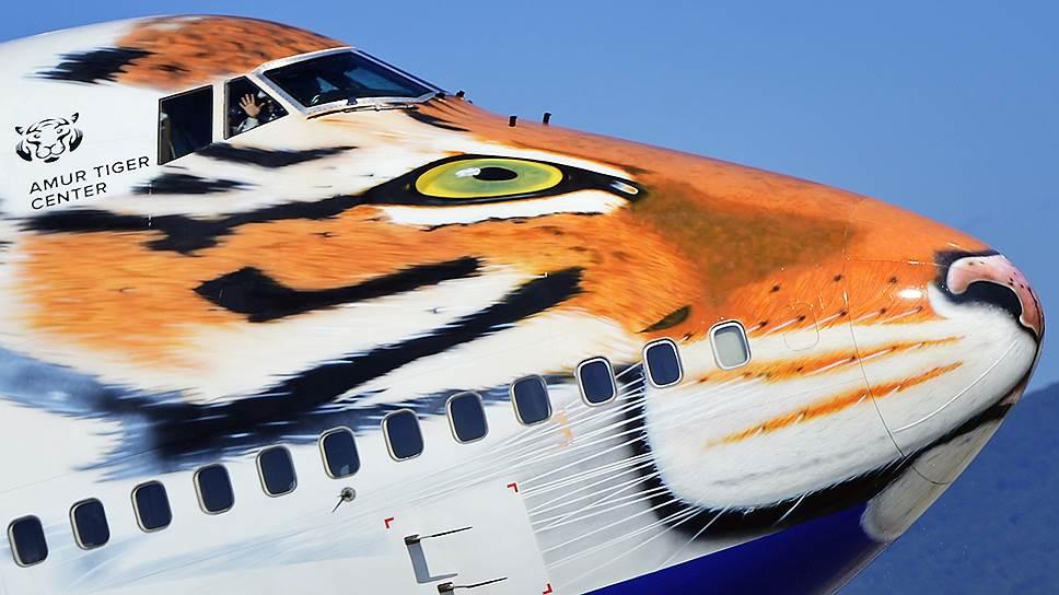 До закрытия полетов оставался всего месяц, а руководство «Трансаэро» продолжало демонстрировать уверенность в себе и украшать любимые широкофюзеляжные Boeing 747–400