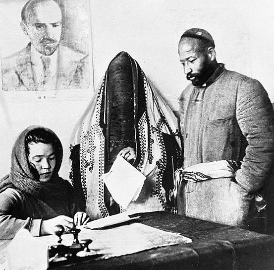 Советская власть не спешила покончить с дискриминацией женщин в Средней Азии. Например, в Узбекистане калым был криминализован лишь в 1926 году