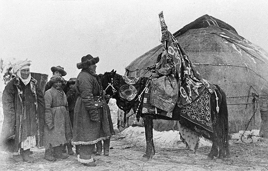 На мусульманских окраинах женщина продавалась как вещь и после становления советской власти