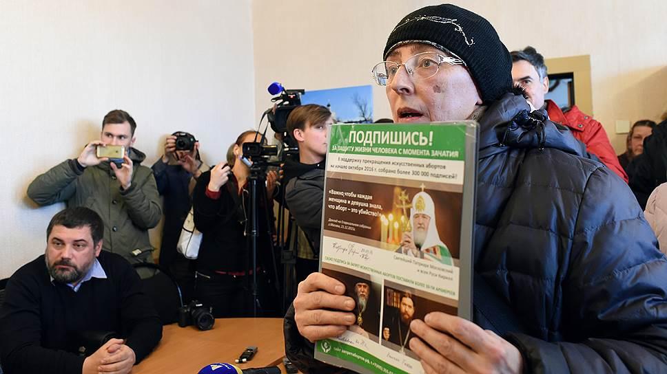 Боголюбовские прихожане собирают подписи и за запрет абортов, и за установку памятника Сталину