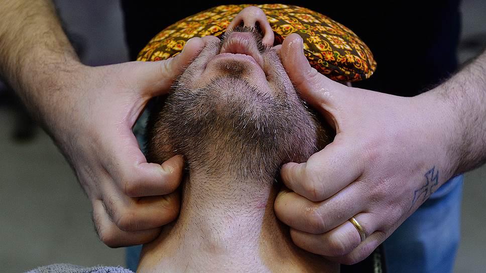 Барбершопы вернули российским мужчинам право на бороды, отнятые еще Петром Первым