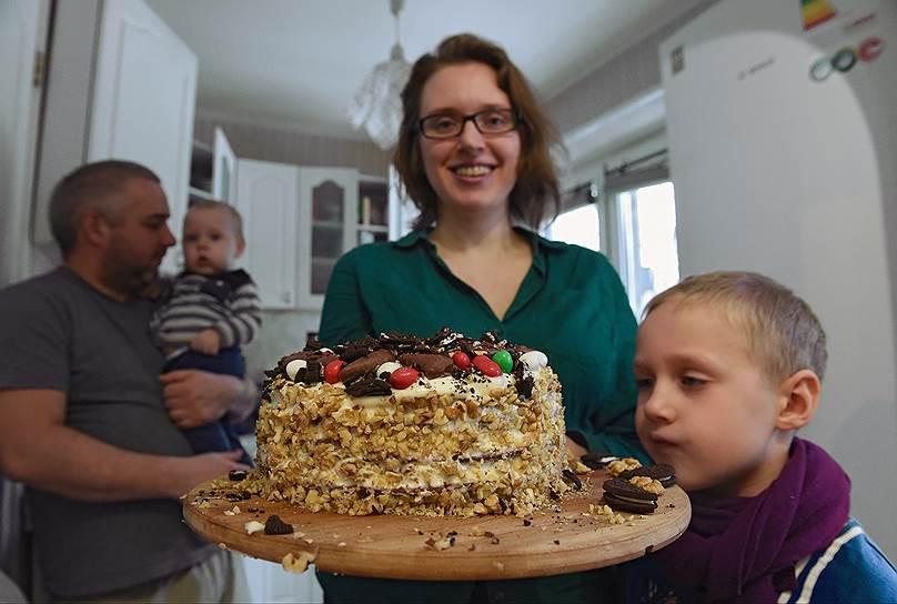 """Евгения Гончарова делает ставку на высококачественные продукты, но под настроение может украсить свои торты """"Сникерсами"""" и M&Ms"""