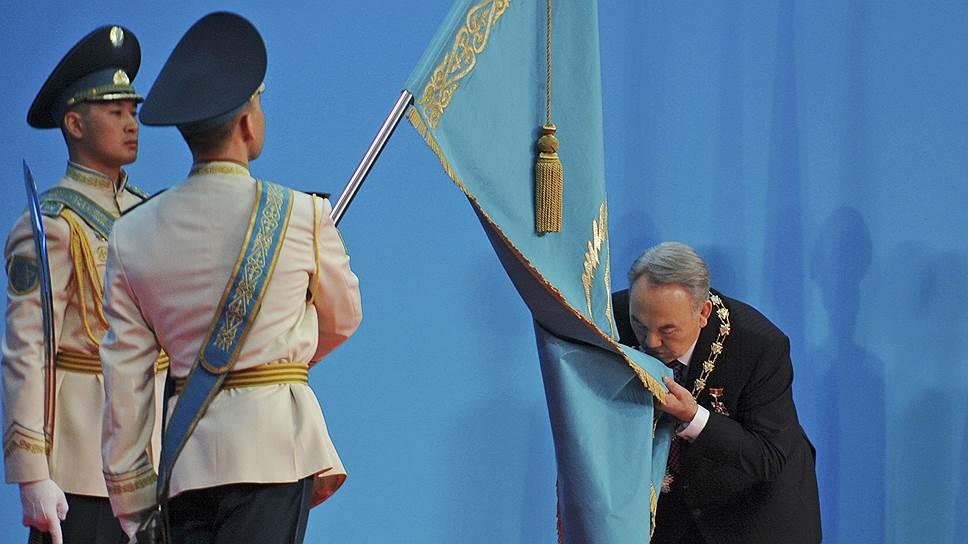 Президент Нурсултан Назарбаев правит страной уже 25 лет