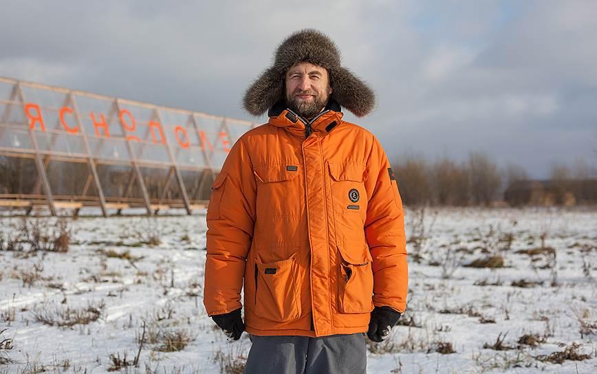 Офисную мебель Дмитрий Черепков производит для заработка, а «Ясное поле» строит для души