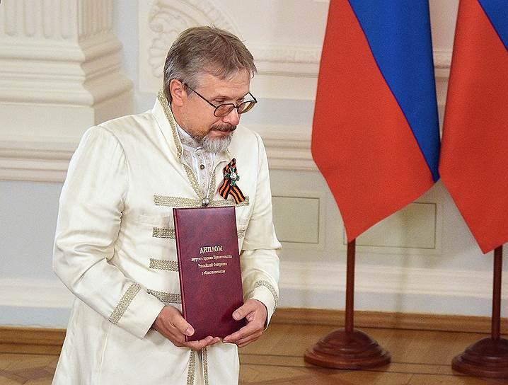 Василий Бойко утверждает, что смысл всей его деятельности лежит исключительно в духовной плоскости, но его сотрудники в этом сомневаются