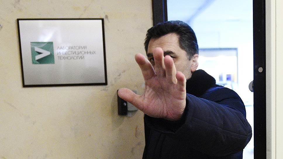 При появлении прессы сотрудники «Лаборатории инвестиционных технологий» начали спешно покидать офис