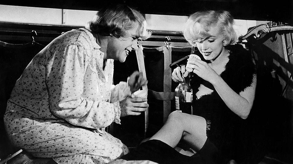 Один из главных героев великой комедии с роскошной Мэрилин Монро, мелькающий в кадре едва ли не чаще всех остальных, но не попавший в титры,— алкоголь
