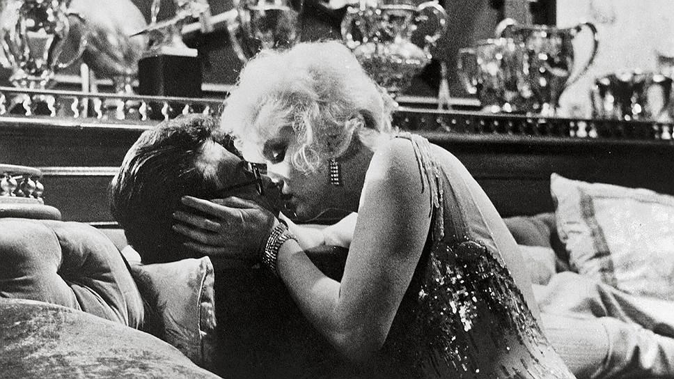 Из-за мощного сексуального подтекста картины «В джазе только девушки» (неслучайно в американском прокате она шла под названием «Некоторые любят погорячее») цензура вынесла вердикт: фильм не соответствует принятым нормам морали