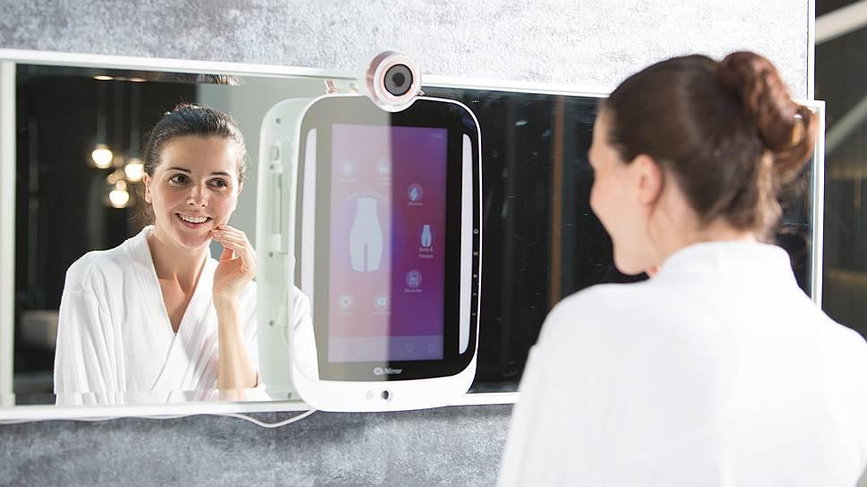 Умное зеркало HiMirror Plus не только способно обнаружить все недостатки на лице, но и дает рекомендации по их устранению