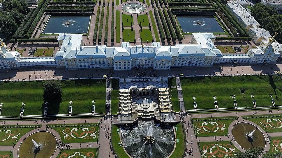 Любимец Анны Иоановны Растрелли, построивший Петергоф, пришелся ко двору и при Елизавете Петровне